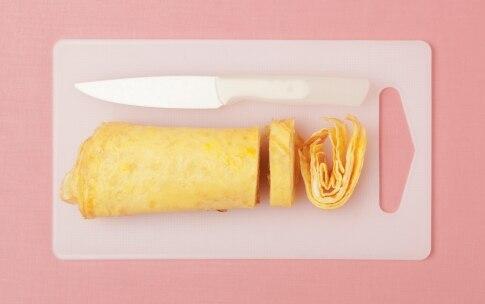 """Preparazione """"Tagliatelle"""" di frittata con salsa al pomodoro - Fase 3"""