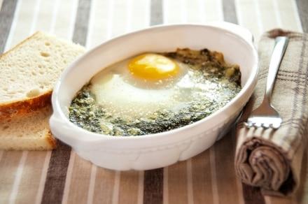 Uova al gratin con spinaci