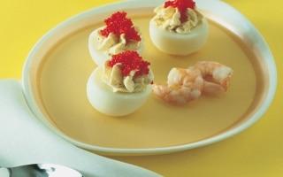 Uova ripiene di gamberetti alla crema