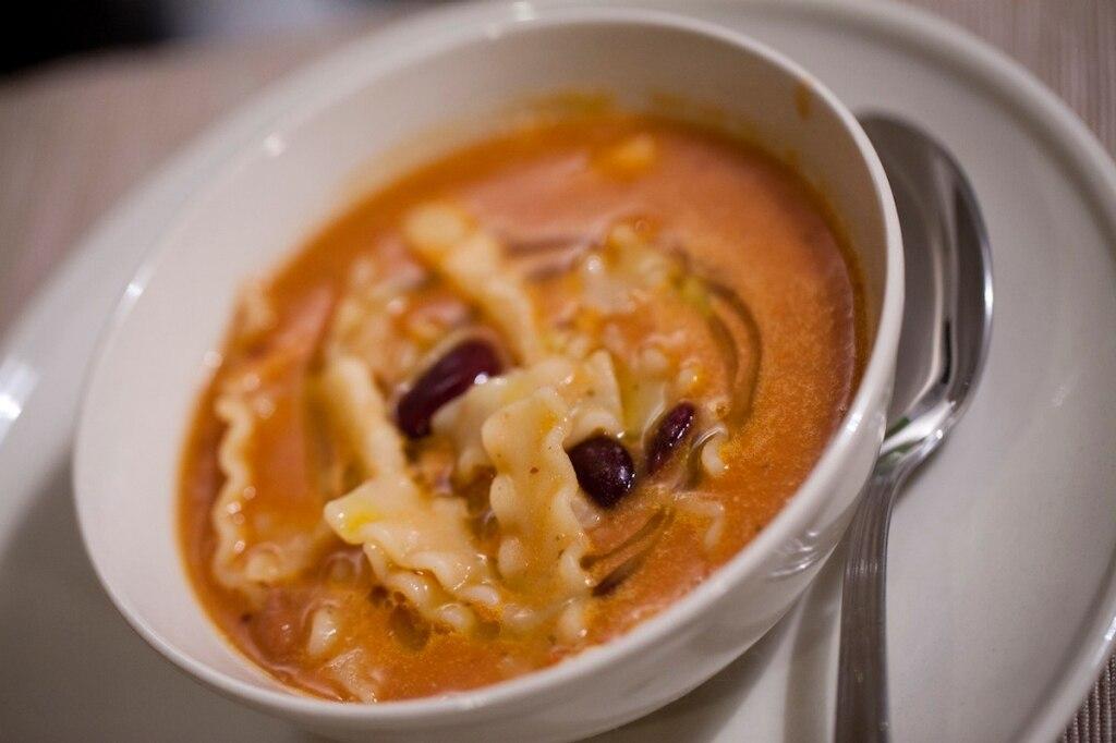 Zuppa di fagioli misti con reginette spezzate