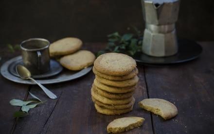 Biscotti al caffè con cioccolato bianco