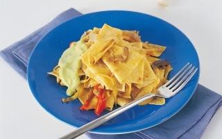 Pasta all'avena con ragù di verdure e fonduta