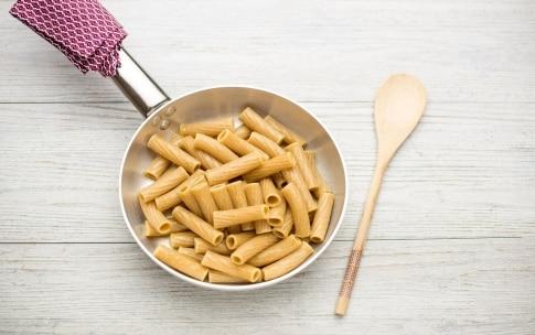 Preparazione Rigatoni integrali con colatura di alici e pecorino - Fase 1