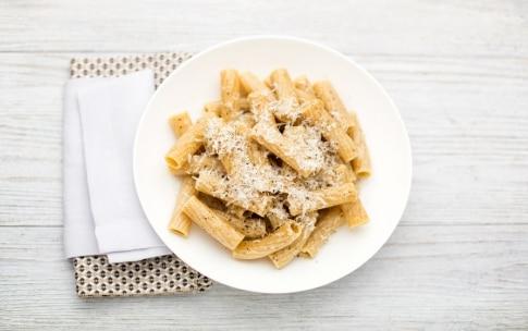 Preparazione Rigatoni integrali con colatura di alici e pecorino - Fase 3