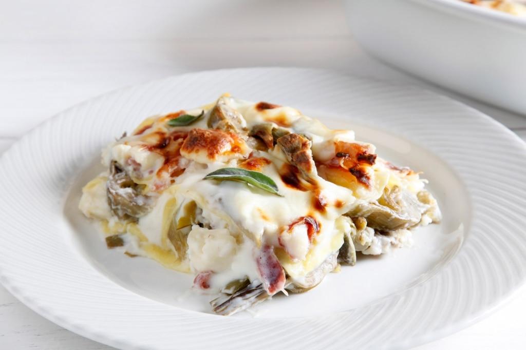 Lasagne ai carciofi, taleggio e pancetta arrotolata