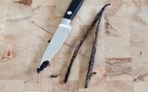 Preparazione Ciambella soffice con mandorle pralinate - Fase 2