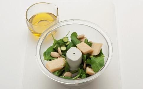 Preparazione Farfalline con carota e zucca al pesto di zucchine e spinaci - Fase 1