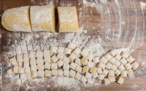 Preparazione Gnocchi di patate ricetta base - Fase 2