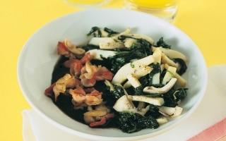 Seppie e spinaci con farfalle alla pancetta