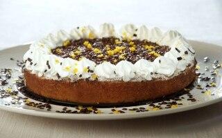 Torta all'arancia, panna e cioccolato