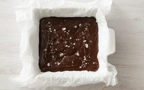 Preparazione Quadrotti al cioccolato fondente, mou e fior di sale - Fase 4