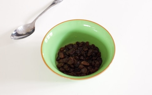 Preparazione Barrette ai cereali con cioccolato e uva passa - Fase 1
