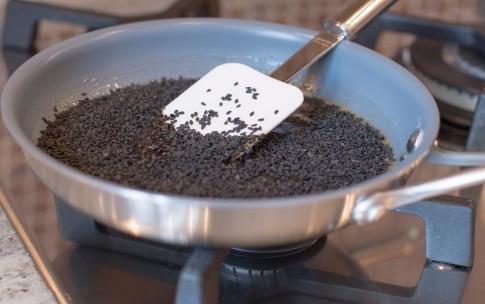 Preparazione Cioccolatini fondenti con ganache al sesamo - Fase 2