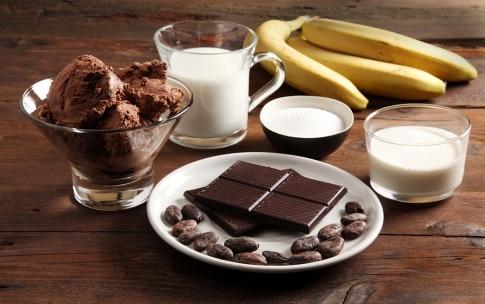 Preparazione Milkshake di banane e cioccolato - Fase 1