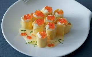 Cannelloni con caviale di salmone e patate