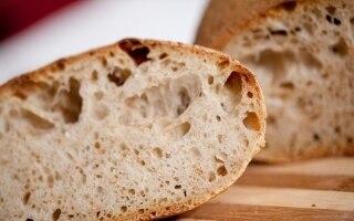 Pane di farina bianca a pietra con lievito...