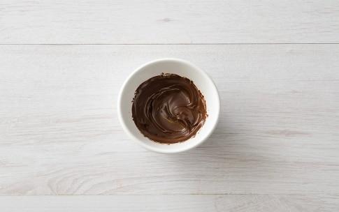 Preparazione Biscotti craquelé al cioccolato e nocciole - Fase 1