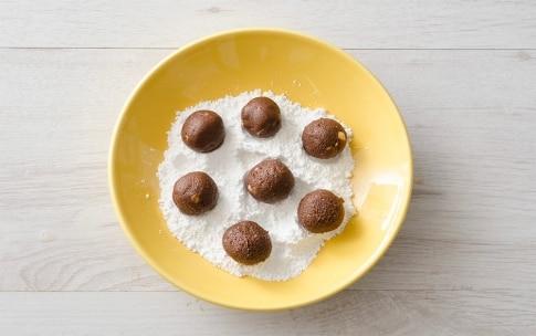 Preparazione Biscotti craquelé al cioccolato e nocciole - Fase 3