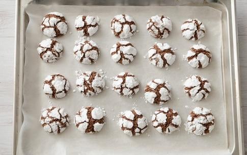 Preparazione Biscotti craquelé al cioccolato e nocciole - Fase 4