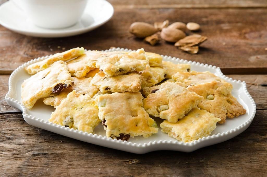 Biscotti sablé alle mandorle con uvetta e canditi