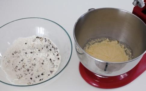 Preparazione Cantucci con cioccolato e pistacchi - Fase 3