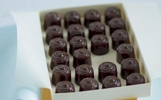 Cioccolatini con ganache bianca ai lamponi