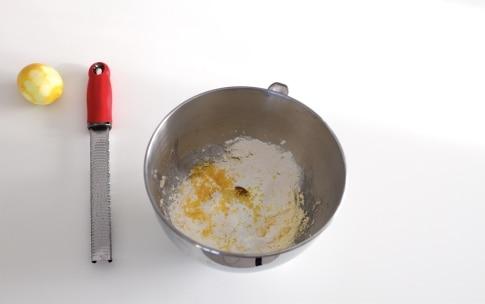 Preparazione Madeleine al miele e limone - Fase 2