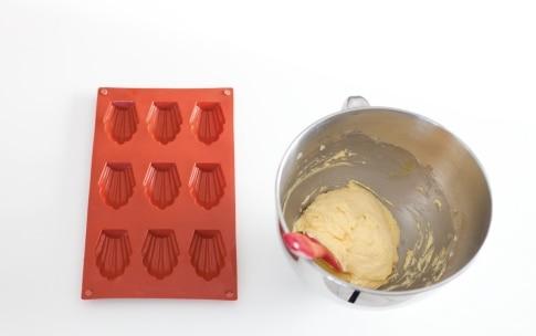 Preparazione Madeleine al miele e limone - Fase 4