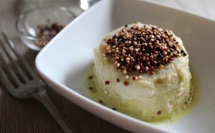 Sformatini vegan di broccoli e tofu al mandarino con quinoa croccante