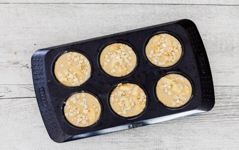 Preparazione Muffin alle mele e noci - Fase 3