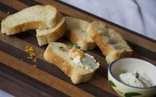 Finger food di trota affumicata e formaggio...