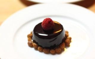 Mousse leggera di cioccolato fondente con...