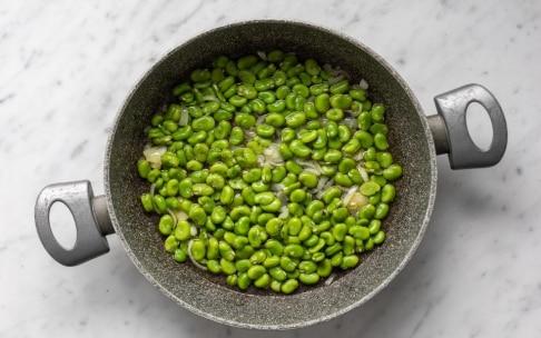 Preparazione Torta salata con fave e olive alla menta - Fase 3