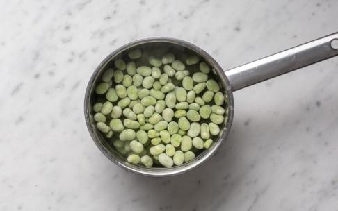 Preparazione Torta salata con fave e olive alla menta - Fase 2