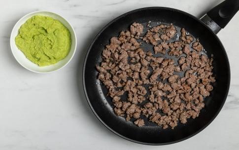Preparazione Tagliatelle fave, salsiccia e mandorle - Fase 2