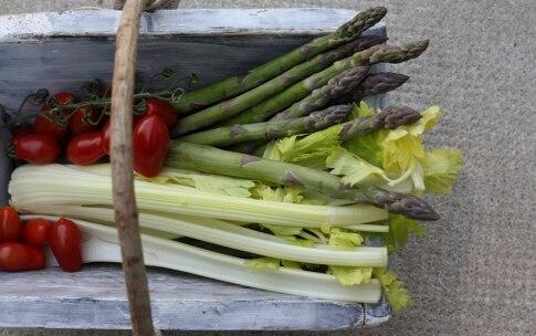 Preparazione Anguilla su crema di sedano, asparagi e pomodoro - Fase 2