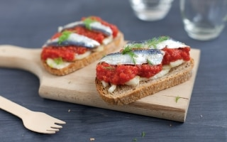 Bruschetta con sardine marinate