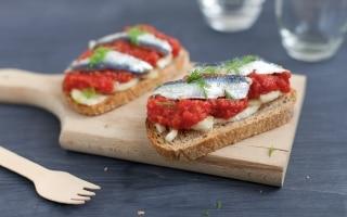 Bruschetta con sardine marinate