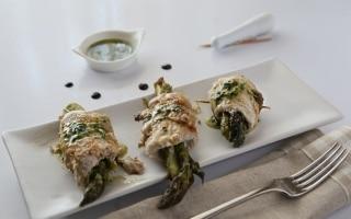 Involtini di palamide con asparagi in...