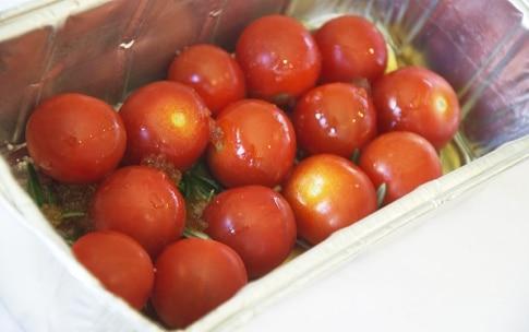 Preparazione Branzino, tapenade e pomodorini al miele - Fase 3