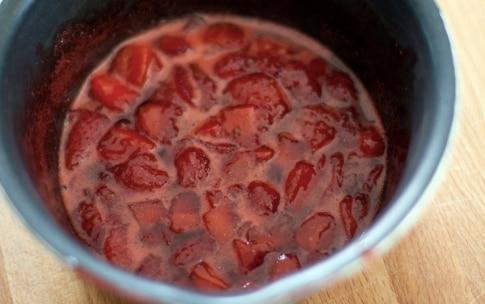 Preparazione Cheesecake alle fragole sullo stecco - Fase 1