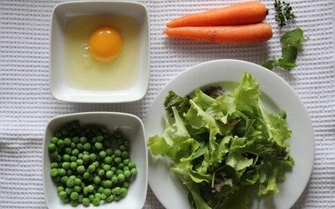 Preparazione Insalata primaverile con sfoglie di frittata alle erbe - Fase 1