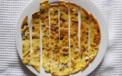 Preparazione Insalata primaverile con sfoglie di frittata alle erbe - Fase 3