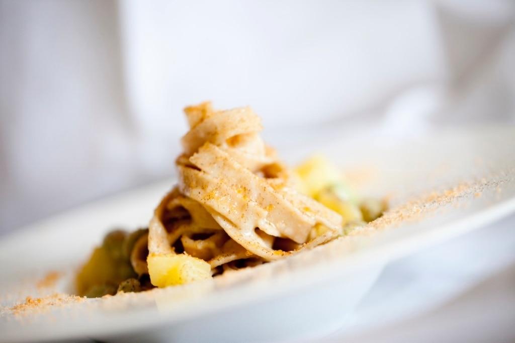 Tagliatelle di grano Tumminia con fave, patate e bottarga di trota