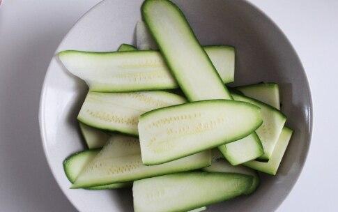 Preparazione Farro e miglio con pomodori, zucchine e semi di girasole nel barattolo - Fase 1