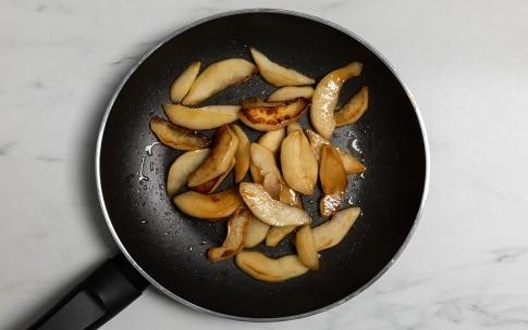 Preparazione Insalata con noci, feta e pere al miele - Fase 3