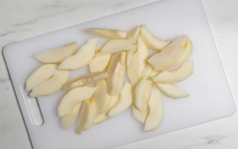 Preparazione Insalata con noci, feta e pere al miele - Fase 2