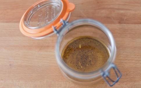 Preparazione Insalata di quinoa e bulgur, fichi, roquefort e noci nel barattolo - Fase 2