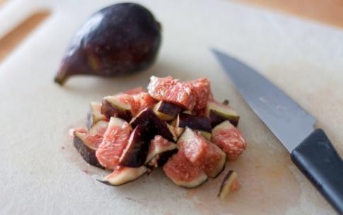 Preparazione Insalata di quinoa e bulgur, fichi, roquefort e noci nel barattolo - Fase 3