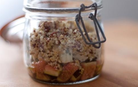 Preparazione Insalata di quinoa e bulgur, fichi, roquefort e noci nel barattolo - Fase 4